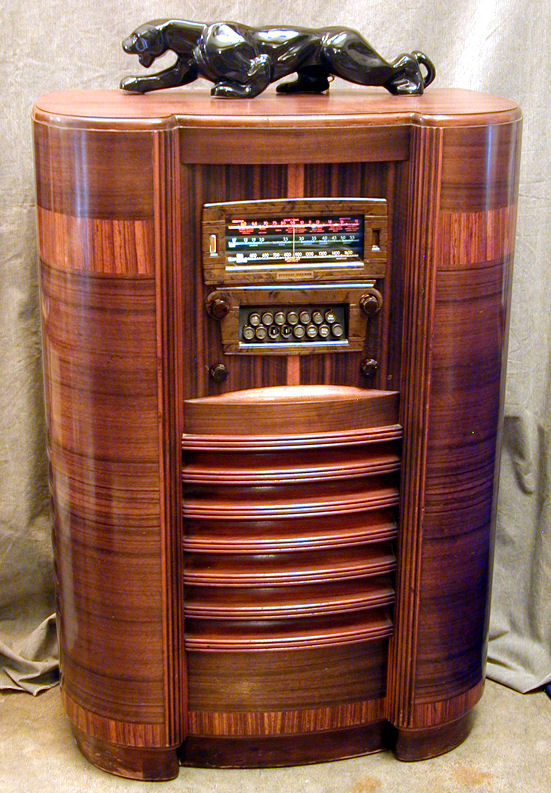 - Stewart Warner Model 1865 Console Radio (1938)